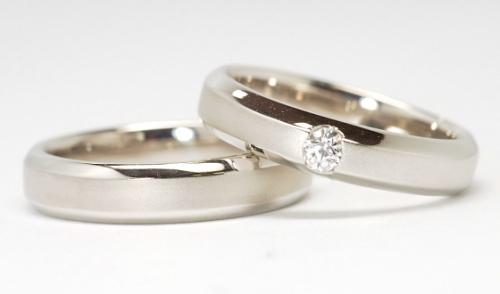 幅広つや消しの結婚指輪